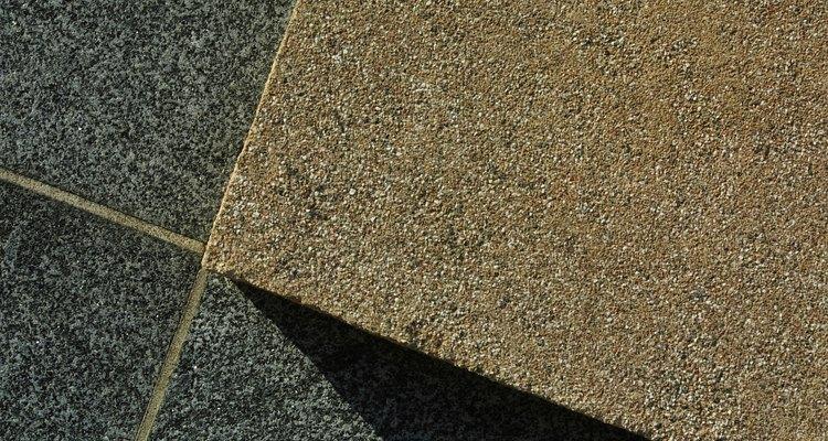 El concreto se puede vertir o colocar en forma de baldosas para formar el piso.