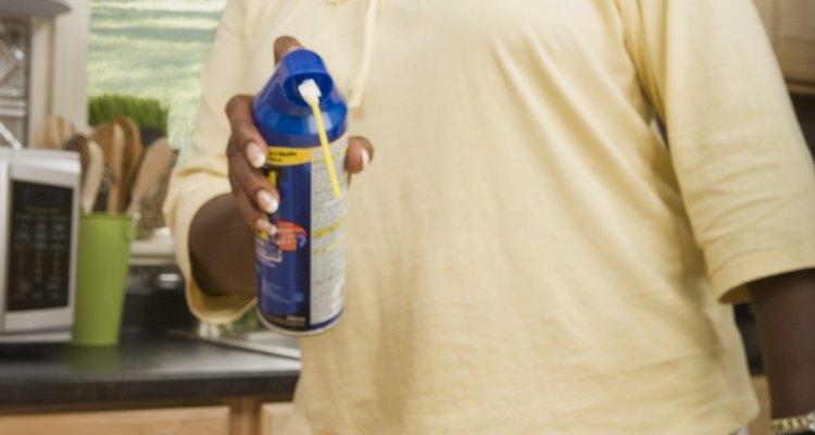 Haz tu hogar inhabitable para las cucarachas eliminando sus fuentes de comida y agua.