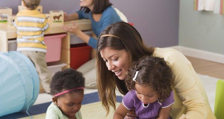 Los colores fuertes ayudan a crear un ambiente positivo de aprendizaje para los niños en edad preescolar.