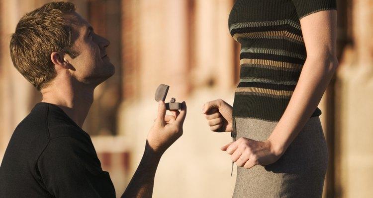 Dê ao futuro noivo um presente para sua futura vida de casado