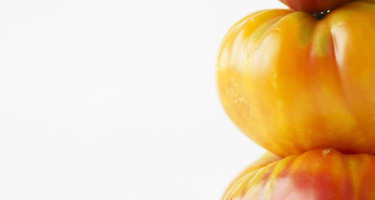 Algunos tomates de herencia son más susceptibles a la pudrición de la corona que las variedades híbridas.