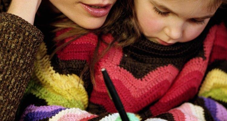 """Una vez que los niños aprendan a escribir la letra """"A"""" repite el proceso con la letra """"B"""" y así continuamente."""