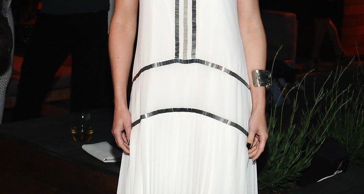 La actriz Jennifer Morrison con un coqueto vestido plisado.