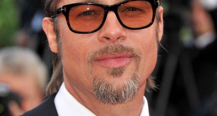Brad Pitt usando um lindo óculos preto em Cannes, França