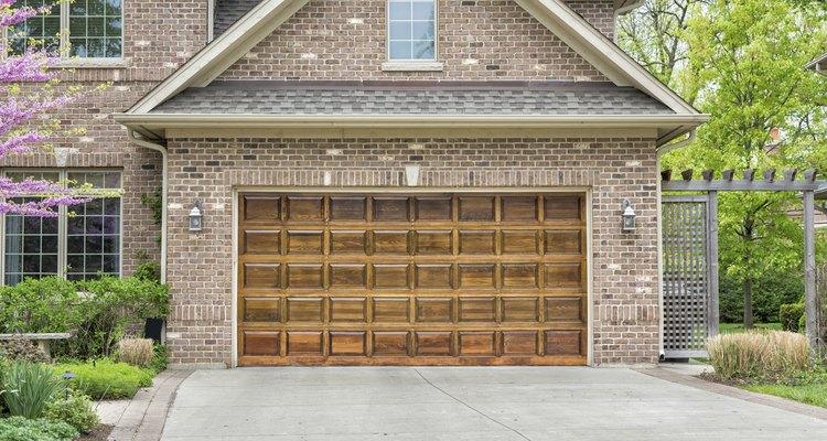 O portão certo combina com a casa, as circunstâncias, o veículo e as regulamentações locais