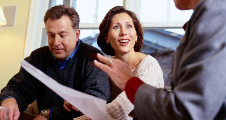 El consultor ayuda a su cliente a identificar los problemas fundamentales y desarrollar un plan de acción.