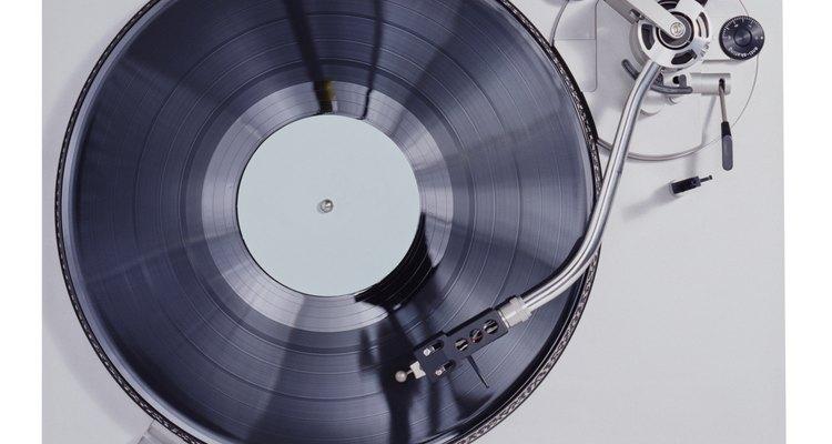 Os reprodutores de discos eram o jeito mais usado para tocar música antes dos toca-fitas