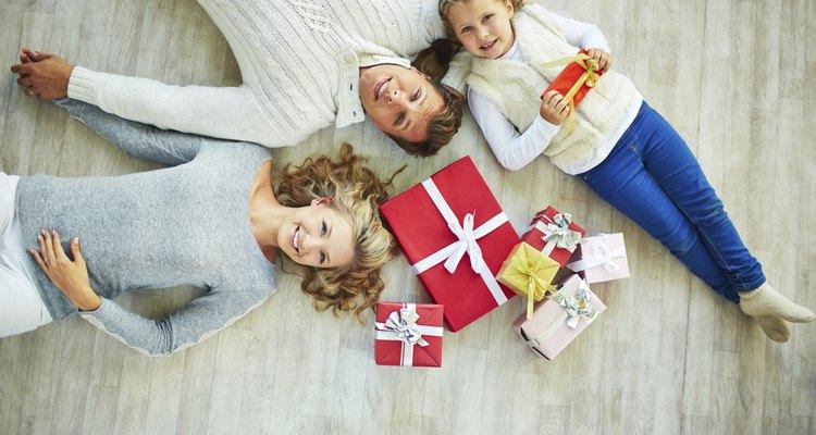 Busca regalos de navidad para la familia que no cuesten mucho.