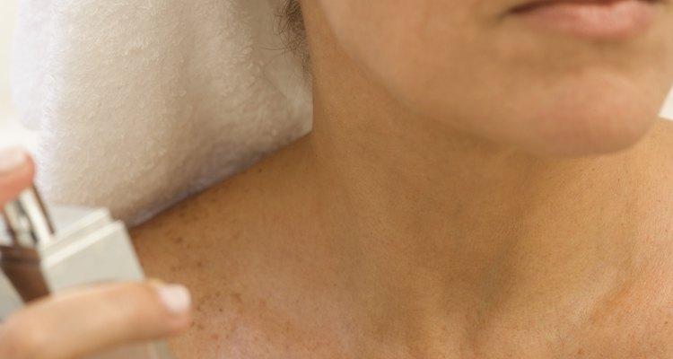 Manipule o frasco de perfume com cuidado para evitar quedas