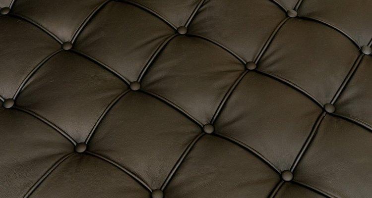 El marrón es un color de muebles neutral que permite muchas elecciones de color de pintura.
