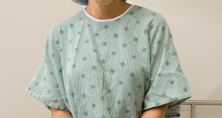 Você pode criar algo mais atraente do que um típico robe hospitalar azul opaco