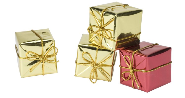 Shiny wrapping paper can be used in place of aluminium foil.