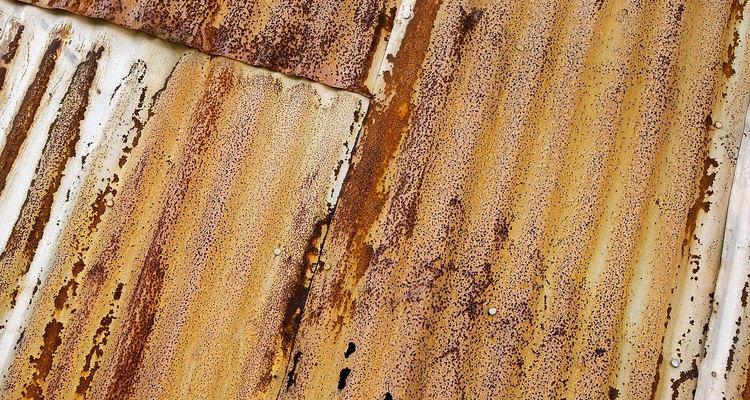 As telhas de fibra de vidro onduladas resistem mais à corrosão que as de metal