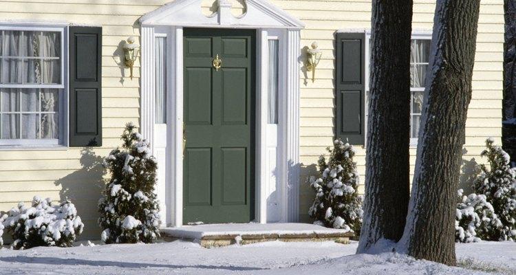 Las corrientes durante el invierno pueden hacer que una casa se sienta mucho más fría.