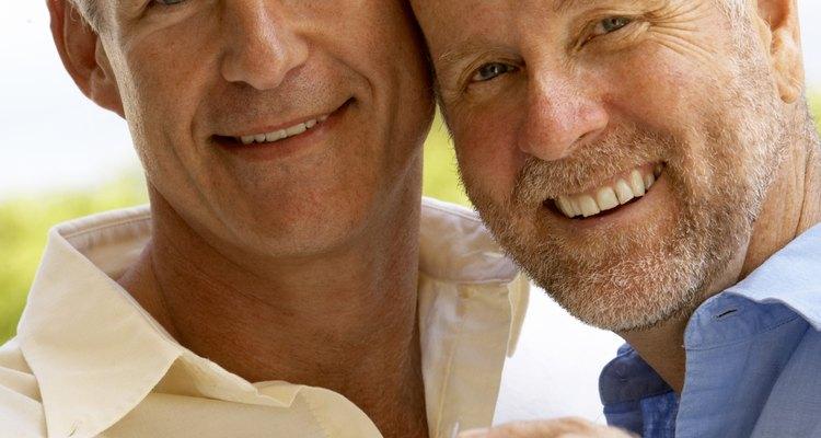 Las parejas pueden escribir sus propios votos para bodas gay.
