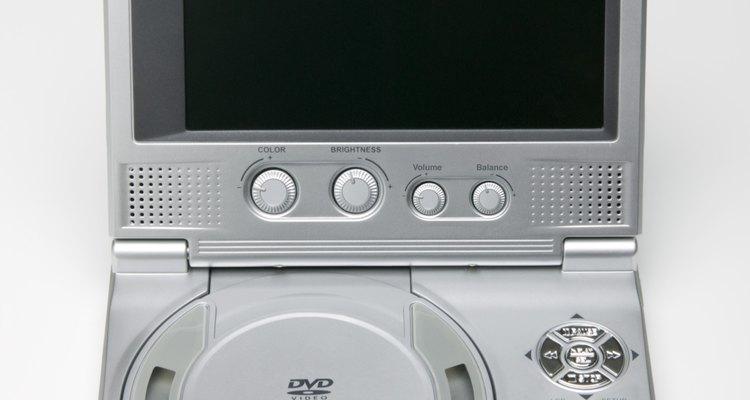 Como conectar um DVD player portátil a uma TV