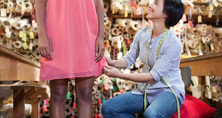 Convierte un vestido de línea A en uno de boutique único en su género.