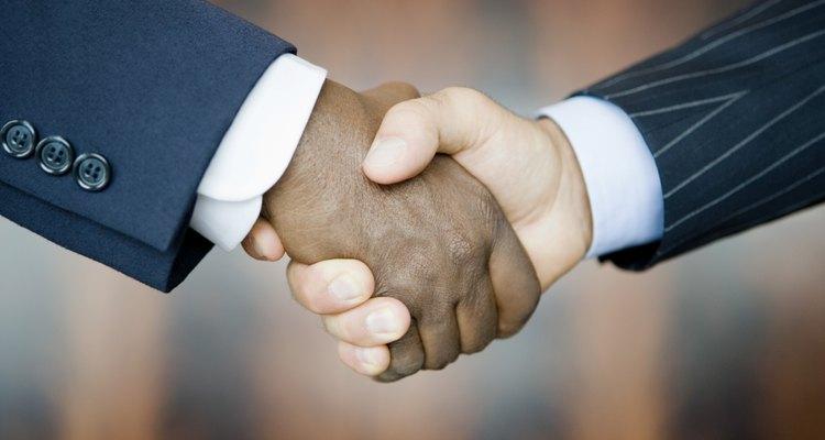 Crear líneas fuertes de comunicación ayuda a mejorar las relaciones laborales con los sindicatos.