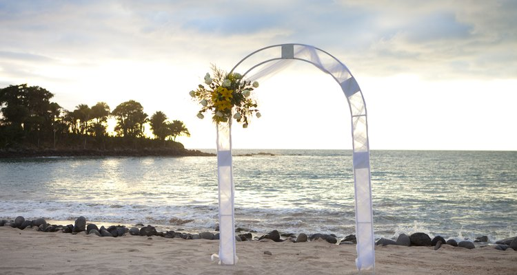 Couples can opt for a small beach wedding in Southern California.