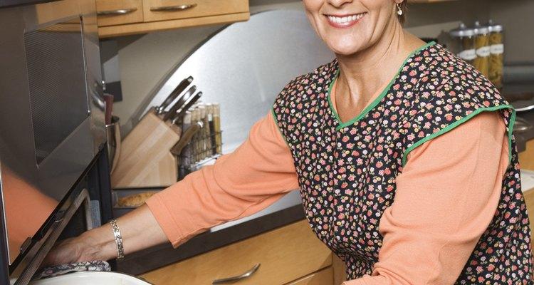 Comprueba tu comida mientras se cocina a través de una ventana limpia de la puerta del horno.