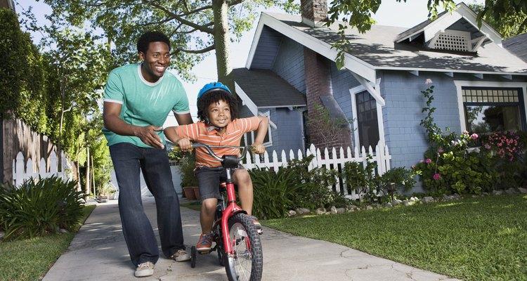 Alentar a los niños a explorar nuevos intereses y habilidades fortalece la autoestima.