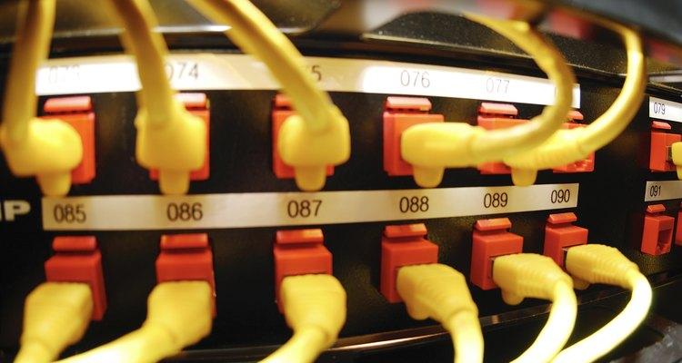 Um switch é um dos componentes básicos de uma rede de computadores