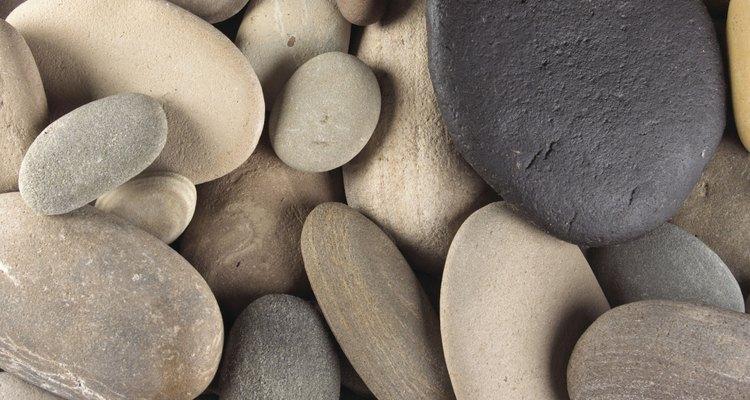 Em algumas passagens das escrituras, a pedra é utilizada para descrever força e resiliência de caráter da pessoa