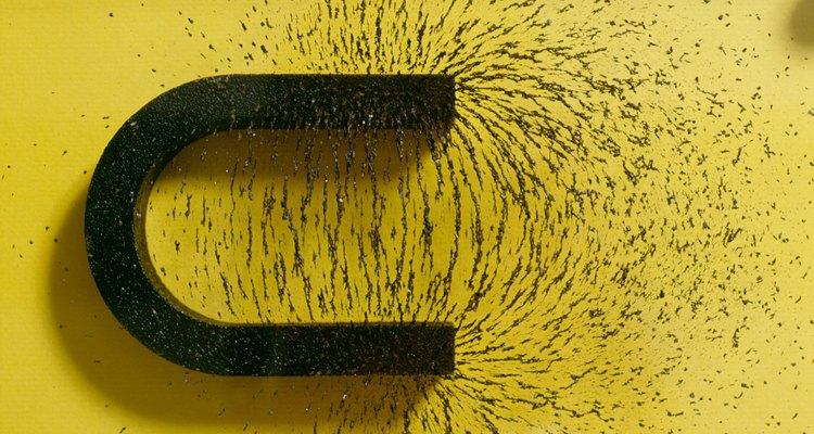 Um ímã permanente com seu campo magnético ilustrado