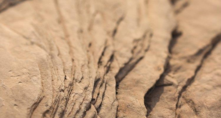 Embora seja dura, pedras são bastante frágeis e isso as torna fácil de pulverizar