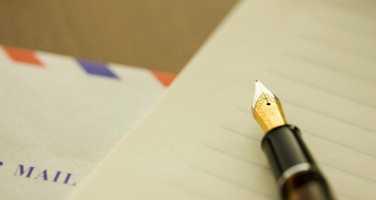 Escribe una carta para solicitar un cambio de turno.
