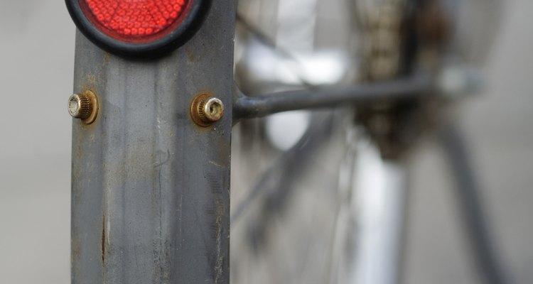 Los reflectores hacen que tu hijo esté visible cuando pase en la calle en bicicleta.