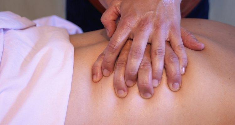 Dê uma grande massagem nas costas para seu namorado ou namorada