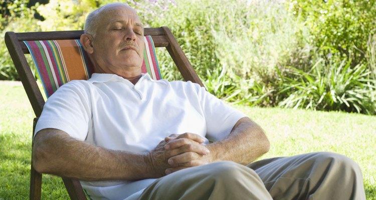 Disfruta de tus sillas de jardín por más tiempo reparándolas en casa.