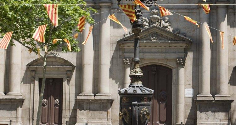 Os típicos encontros espanhóis incluem um passeio pela praça