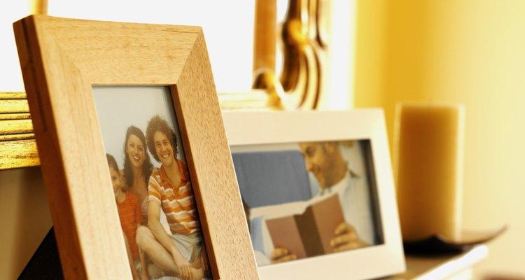 Como remover uma foto presa no vidro do porta-retratos