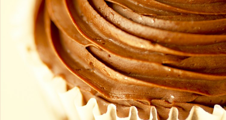 Buttercream frosting is a flavourful icing used on cakes, cupcakes and cookies.