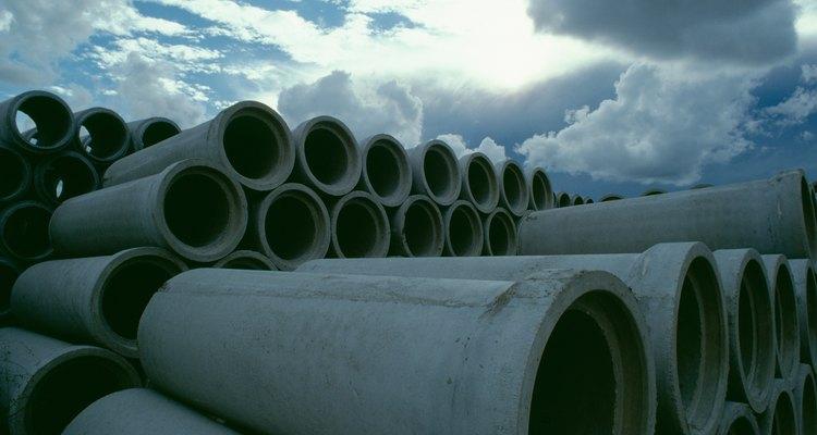 Manilhas de concreto, cortadas em tamanhos apropriados, viram ótimos canteiros
