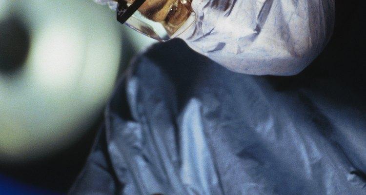 Atualmente, os grampeadores vêm substituindo as suturas manuais nas grandes cirurgias