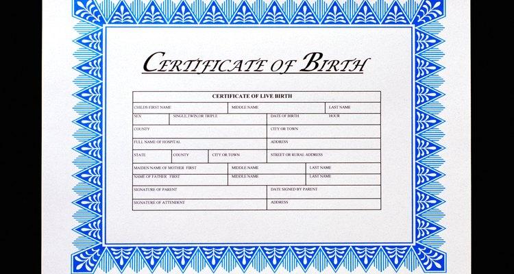 Certidões de nascimento são úteis para procurar qualquer um dos nomes escritos nele