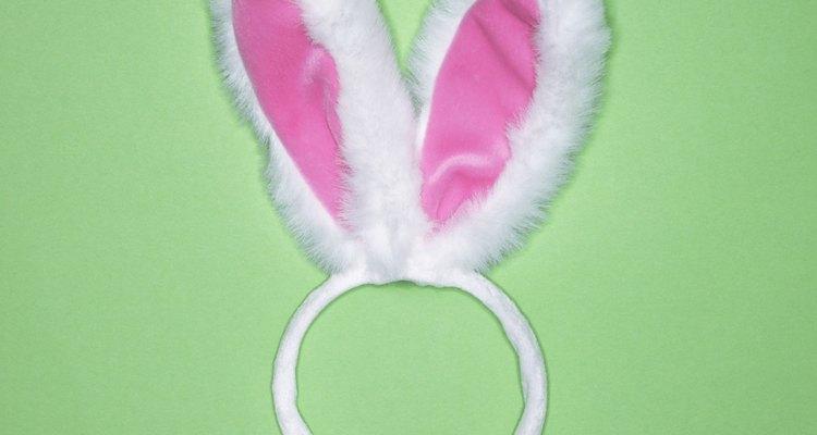 Bandas para la cabeza festivas pueden ser hechas con un cintillo simple y duro.