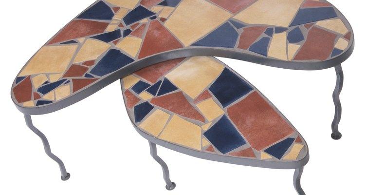 Como aplicar azulejo em uma mesa de cozinha de madeira