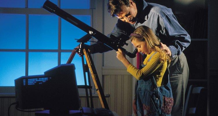 Mirar las constelaciones enseña a los niños sobre el espacio.