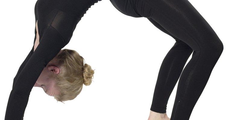 Es importante que las gimnastas tengan un peinado que no estorbe al hacer las más complejas piruetas.