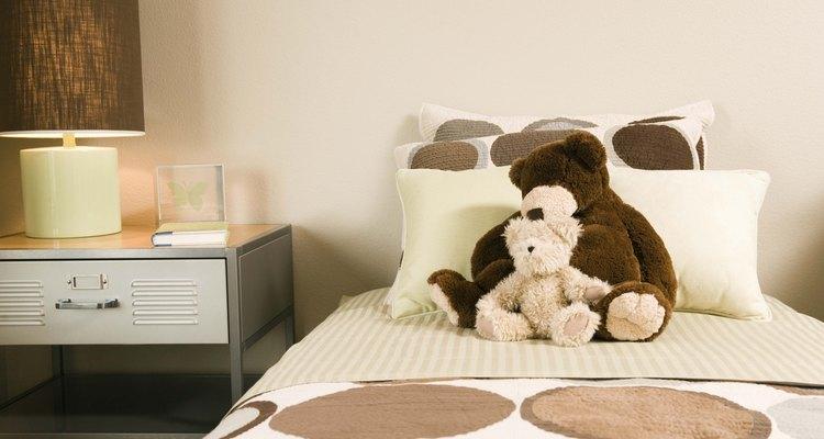 Ordena las pertenencias de tu hijo para reducir el desorden.