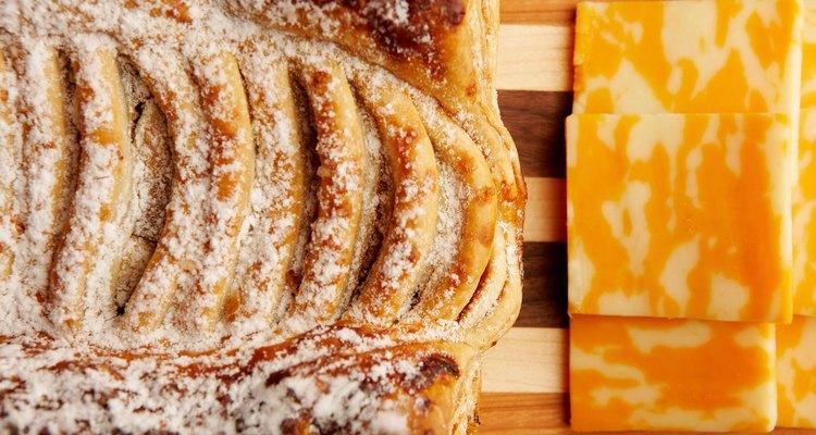 Algunos quesos bajos en grasa pueden saber tan bien, si no mejor, que sus contrapartes ricos en grasa.