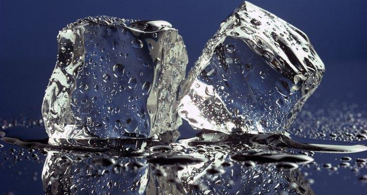 Puedes aplicar hielo para aliviar la hinchazón.