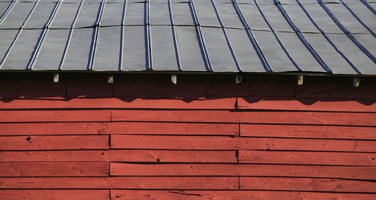 Los techos de metal reflejan el sol en el verano, reduciendo los costos de energía.