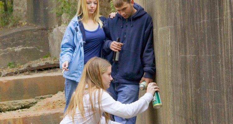 Los actos de vandalismo de los adolescentes son una mala influencia para los niños pequeños.