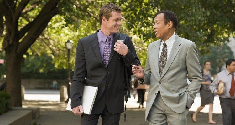 Las personas tienden a socializar con otras de condición social o profesión similares.