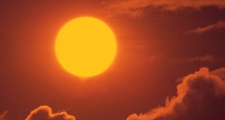 Una célula solar es el elemento fundamental de un panel solar, un dispositivo que convierte la luz solar en electricidad.